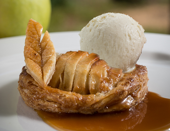 Taste of Life: Apple Puff Tart with Ice Cream and Caramel Sauce